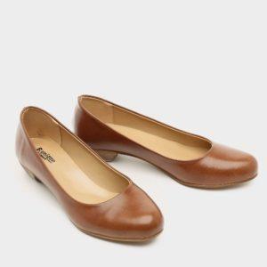 דגם אפי: נעלי בובה בצבע בריק