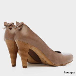 דגם שרלין: נעלי סירה בצבע בטון