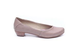 דגם בר: נעלי בובה בצבע טאופ