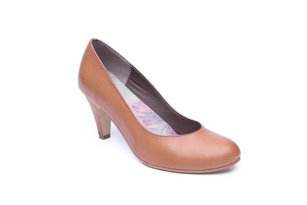 דגם קלאס: נעלי סירה בצבע קאמל