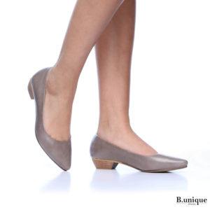דגם נטע: נעלי בובה בצבע בטון