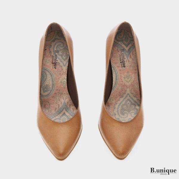 דגם קיישה: נעלי סירה בצבע קאמל