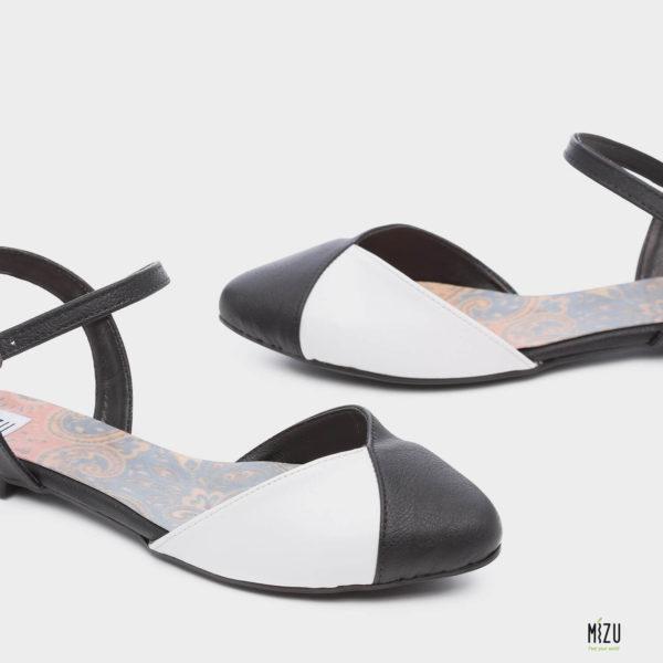 471060 - נעליים פלורס בצבע שחור