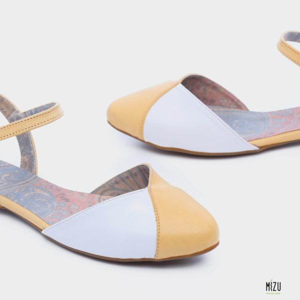 471060 - נעליים פלורס בצבע צהוב
