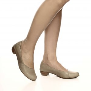דגם בר: נעלי בובה בצבע גוף
