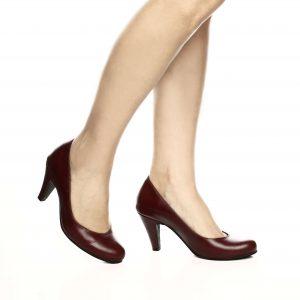 דגם קלאס: נעלי סירה בצבע בורדו