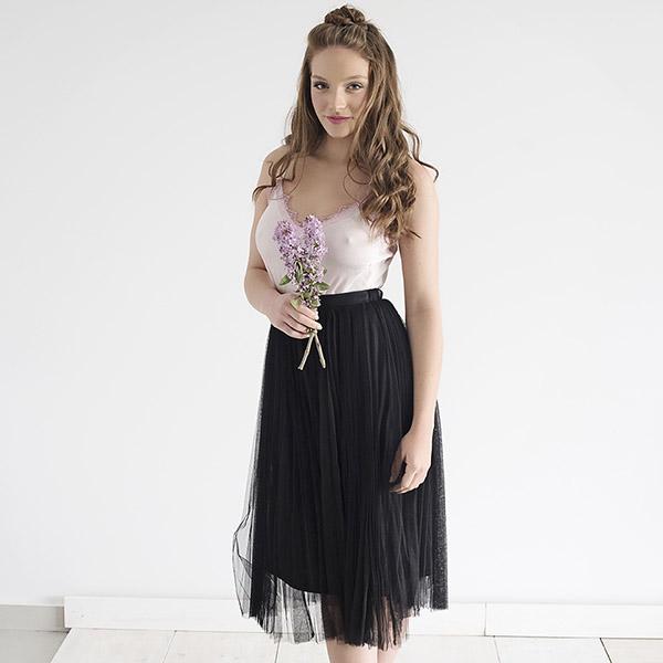 חצאית טול שחורה