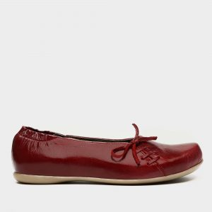 דגם ירין: נעלי בובה בצבע בורדו