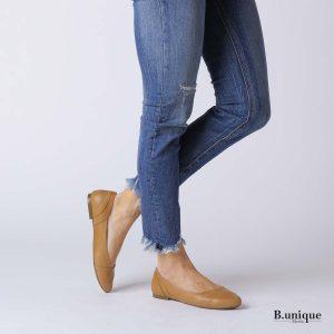 דגם האנה: נעלי בובה קלאסיות בצבע קאמל