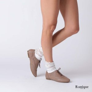 דגם שושנה: נעליים סגורות בצבע טאופ