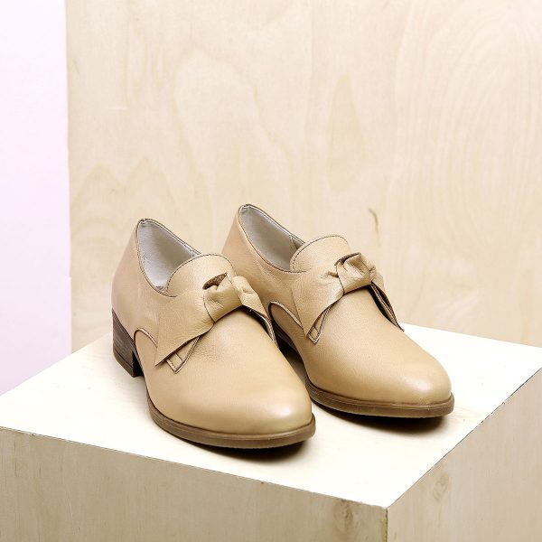 בלעדי לאתר - דגם קרלי: נעליים בצבע חאקי - B.unique