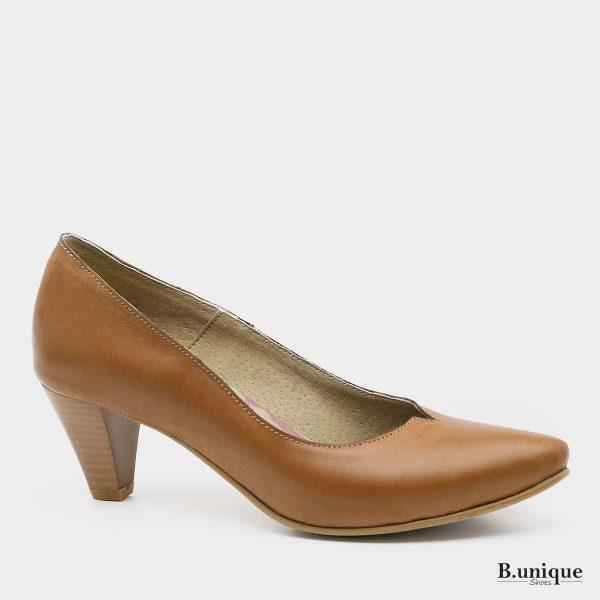 דגם לילי: נעלי עקב בצבע קאמל