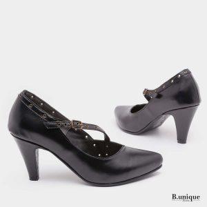דגם בטי: נעלי עקב בצבע שחור