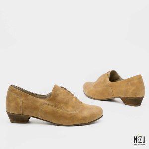 דגם אגוסטינה: נעליים בצבע קאמל
