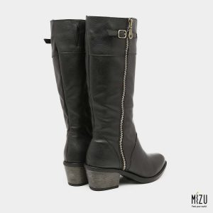דגם רוזליה: מגפיים בצבע שחור