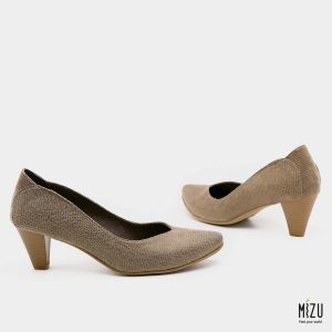 דגם ונוס: נעלי עקב טבעוניות בצבע קאמל