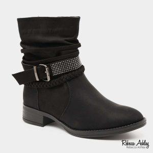 דגם אבה  מגפיים בצבע שחור