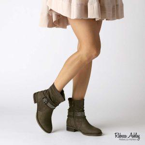 דגם אבה: מגפיים בצבע ירוק זית