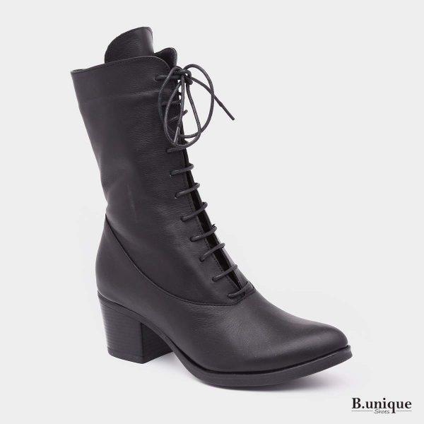 דגם מישון: מגפיים בצבע שחור