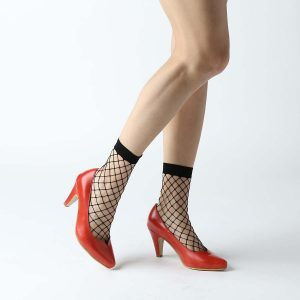 גרביים בהדפס רשת בצבע שחור