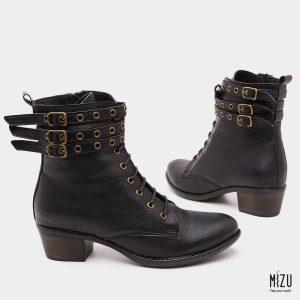 דגם ולריה: מגפיים בצבע שחור