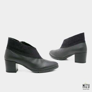 דגם מלודי: נעליים בצבע שחור