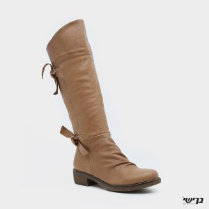 דגם הילית: מגפיים בצבע קאמל