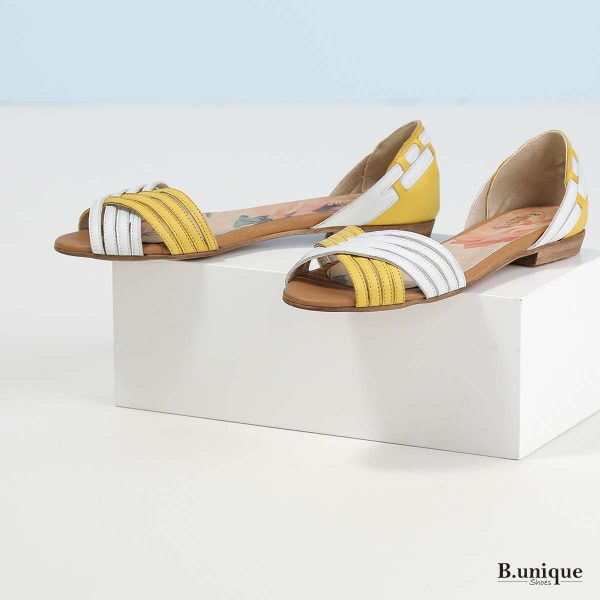 דגם מילה: סנדלים בצבע צהוב משולב