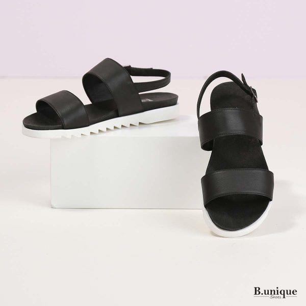 דגם מולי: סנדלים בצבע שחור