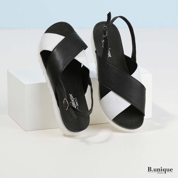 דגם מדלין: סנדלים בצבע שחור ולבן