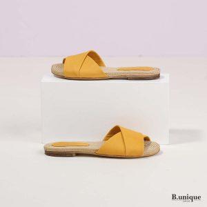 דגם מרלי: סנדלים בצבע צהוב
