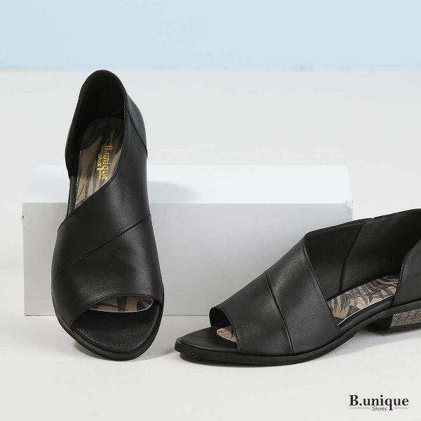 דגם מלני: נעליים בצבע שחור