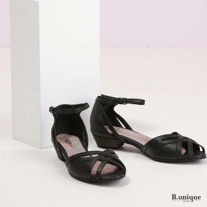 דגם סיידי: סנדלים בצבע שחור
