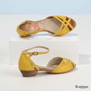 דגם סיידי: סנדלים בצבע צהוב