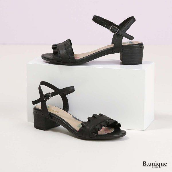 דגם אלה: סנדלים בצבע שחור