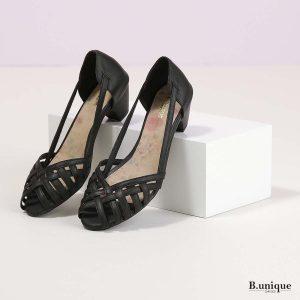 דגם טסה: סנדלים בצבע שחור