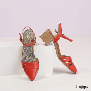 דגם קנדל: סנדלים בצבע אדום
