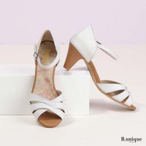 דגם אלכסה: סנדלים בצבע לבן