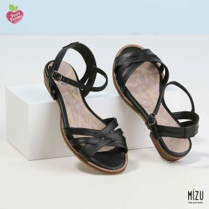 דגם מקנזי: סנדלים בצבע שחור
