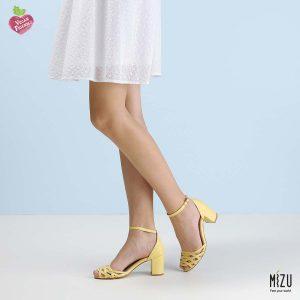 דגם ולנטינה: סנדלים בצבע צהוב
