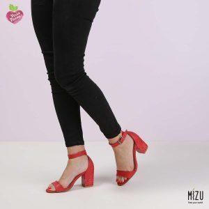 דגם איוונקה: סנדלים בצבע אדום