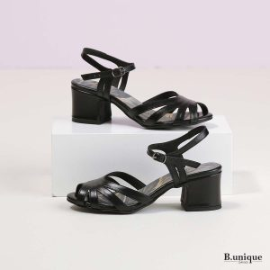 דגם ברוקולין: סנדלי עקב בצבע שחור