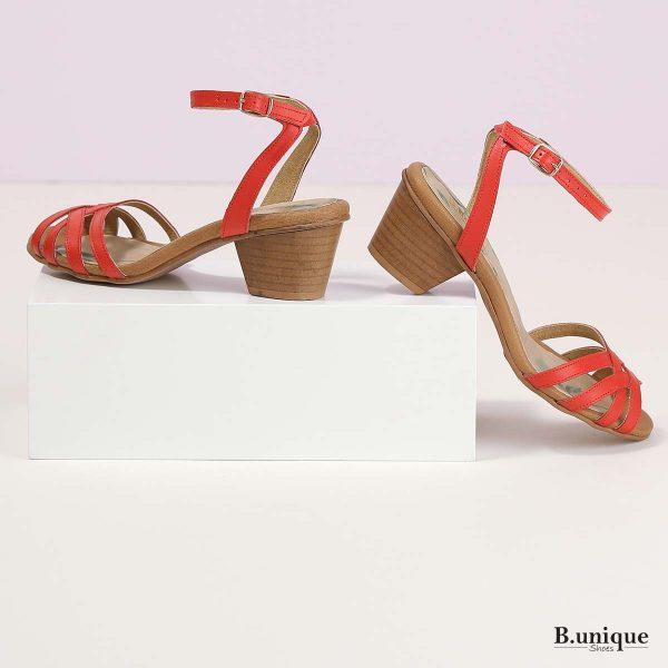 בלעדי לאתר - דגם קייטלין: סנדלים בצבע אדום