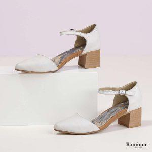 דגם נורה: נעלי עקב בצבע קרח
