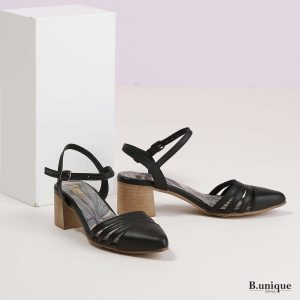 דגם קנדל: סנדלים בצבע שחור