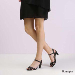 דגם מיה: סנדלים בצבע שחור