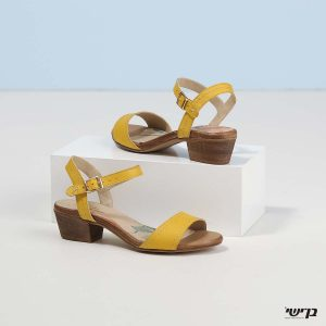 דגם לזלי: סנדלי עקב בצבע צהוב