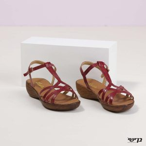 בלעדי לאתר - דגם מרצ'לה: נעליים בצבע דובדבן