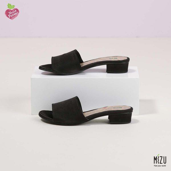בלעדי לאתר - דגם אוליב: נעליים בצבע שחור סאטן
