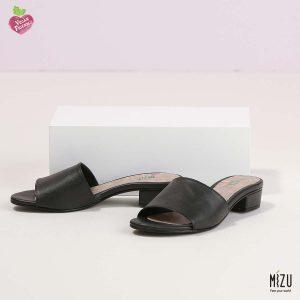 בלעדי לאתר - דגם אוליב: נעליים בצבע שחור
